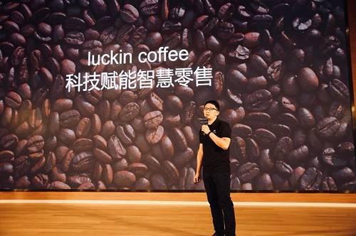 """在与瑞幸的合作中,腾讯扮演的角色,是""""水电煤""""和""""工具箱""""。瑞幸咖啡的品牌战略为""""无限场景(Any Moment)"""",其创业以来一直坚持通过大数据的方式覆盖用户咖啡消费场景,实现""""咖啡找人""""。这种覆盖的方式不仅包括开设更多的门店,堂食、自提和外送三种服务模式,还包括通过移动互联网、LBS、大数据等方式寻找用户、连接用户。"""