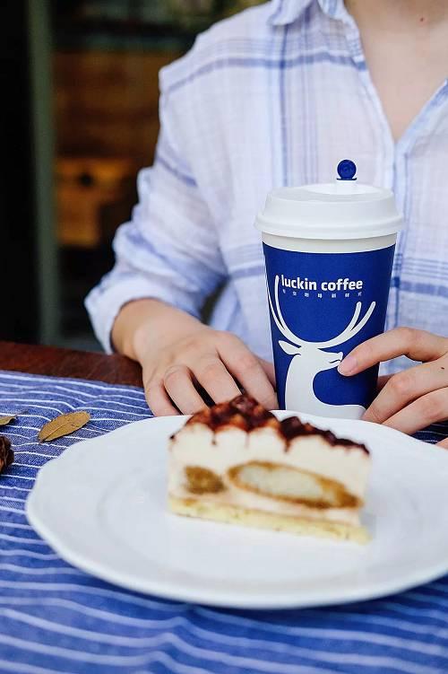 瑞幸咖啡联合创始人、首席营销官杨飞称,经过20多天的前期测试,瑞幸咖啡微信小程序已上线。前期测试期间,瑞幸咖啡小程序用户数量与订单量上升很快。